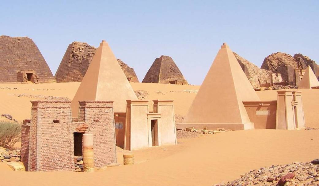 https://vivimetaliun.files.wordpress.com/2017/05/d0c49-sudan_meroe_pyramids_30sep2005_2.jpg?w=1041&h=609